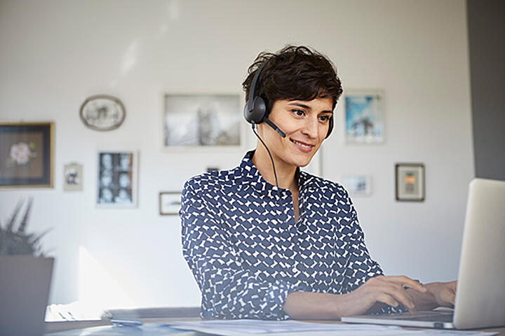 Young-woman-headset-computer-at-home